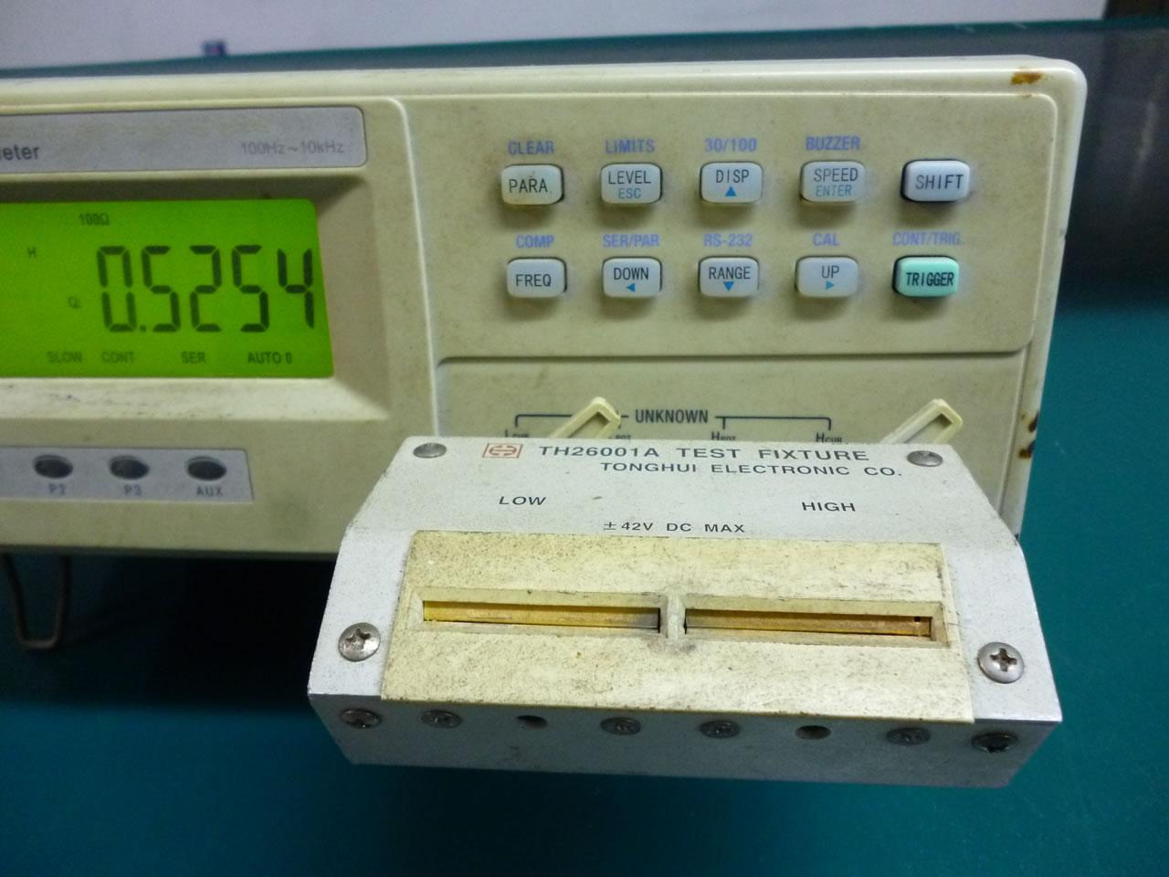 TH2810电感测量仪器控制面板及夹具
